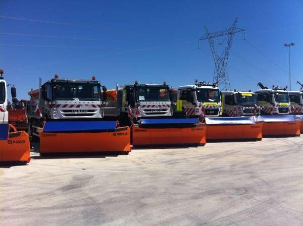 пескоразбрасыватель RASCO NEW truck 4x4+ spreader + snow plough + tipper box