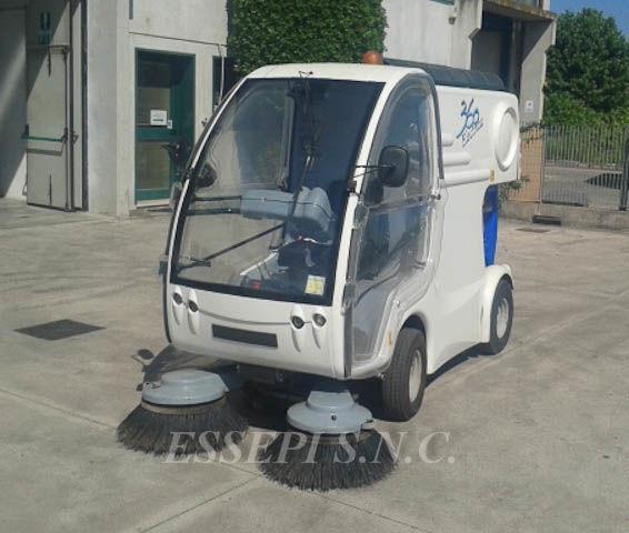 уборочная машина UCM-UNIECO 360 ELECTRIC