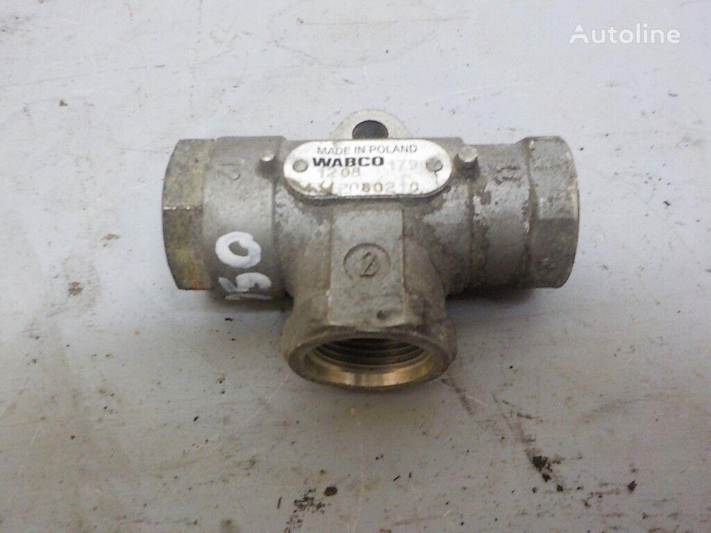 клапан  пневматический,тормозной для грузовика RENAULT
