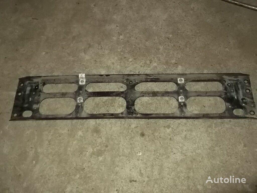 крепежные элементы  Крепеж решетки радиатора Volvo для грузовика