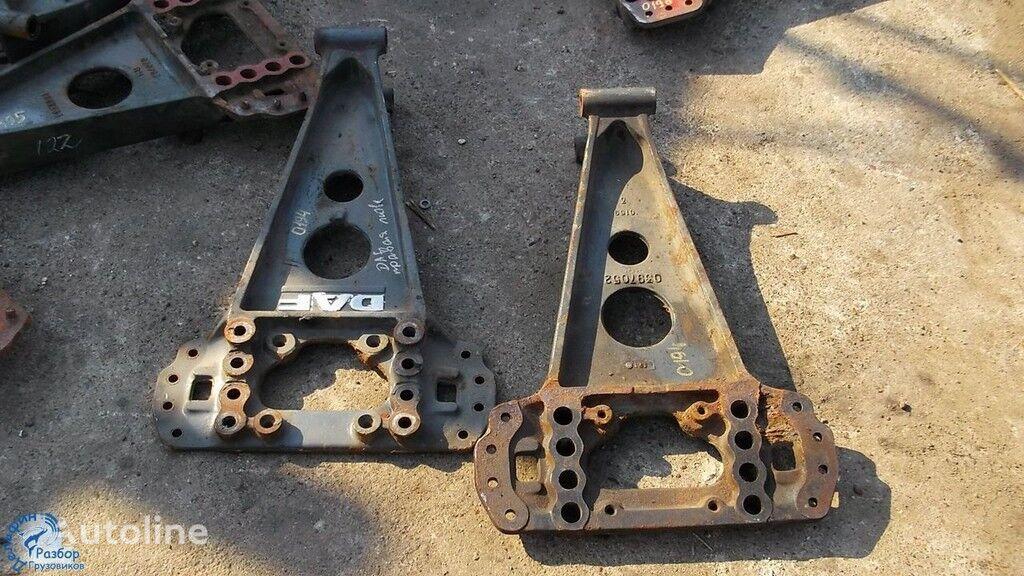 крепежные элементы  Кронштейн реактивной тяги для грузовика