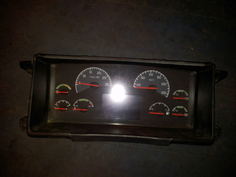 панель приборов  VOLVO FH13 instrument panel, dashboard, combination kit 20739270 cluster, 20543470, 20543471, 21015770, 21366870, 21366872, 21542172, 21842972, 85135218, 85113624, 85135216, 85131298, 85113624, 85131268, 85123792, 85113873, 85113624, 85122346, 855111346 для тягача VOLVO FH13