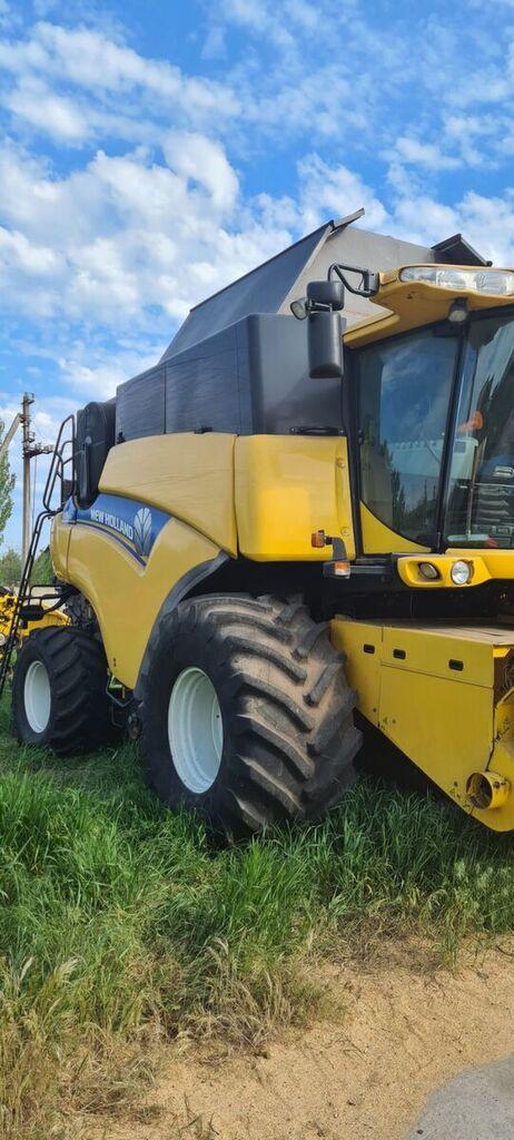 зерноуборочный комбайн NEW HOLLAND CR9080