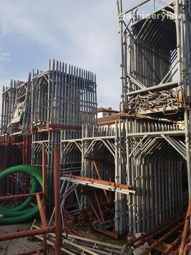 строительные леса ALTRO puntelli e ponteggi usati