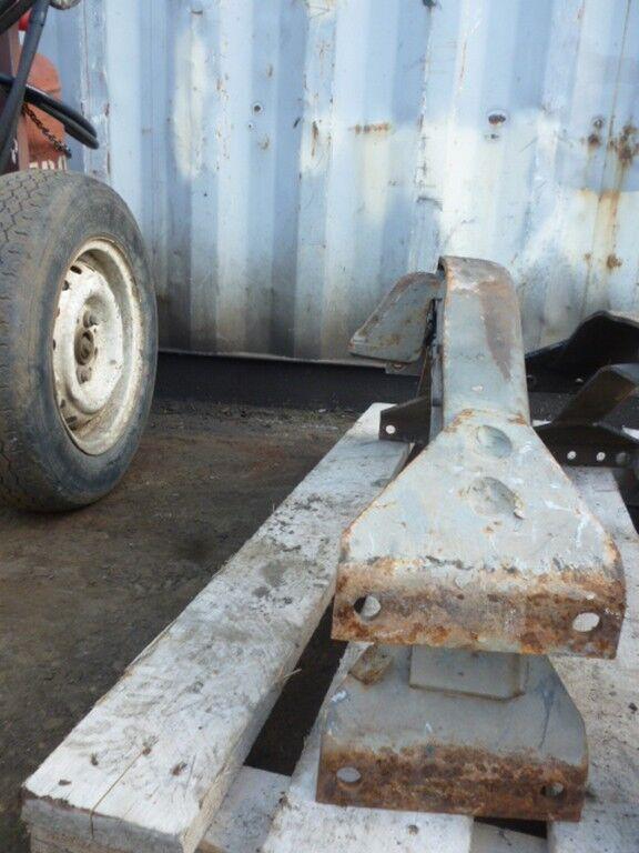 крепежные элементы  Траверса рамы для грузовика SCANIA