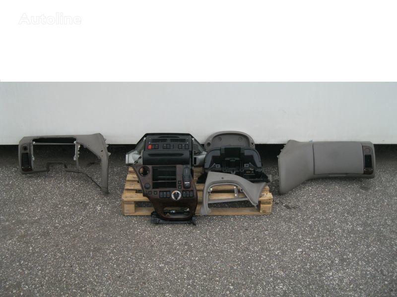 облицовка  WYPOSAŻENIE WNĘTRZA KABINY SSC для тягача DAF XF 105